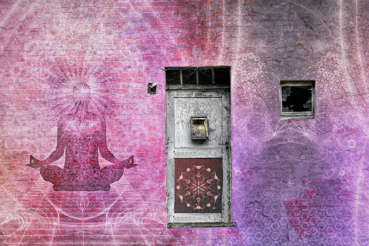 imagem de pessoa em meditação emanando energia